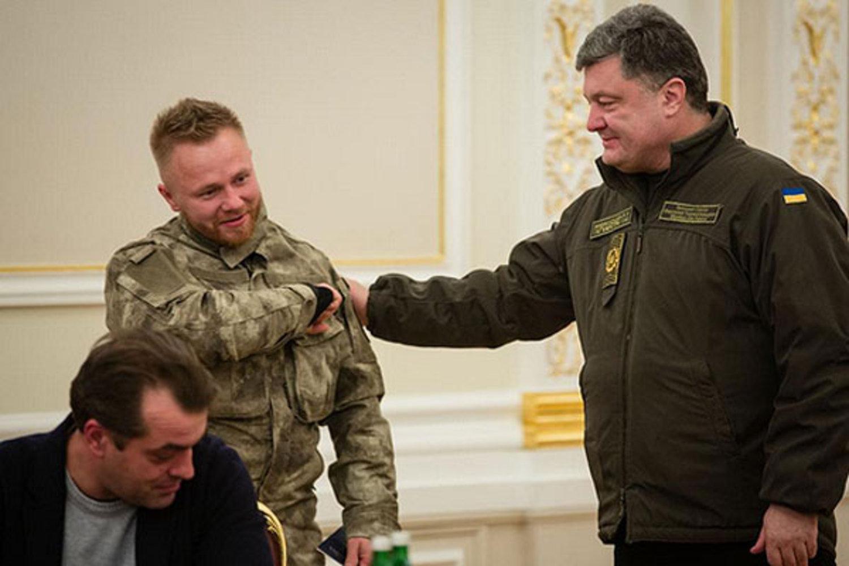 Сергей Коротких получает гражданство от Петра Порошенко