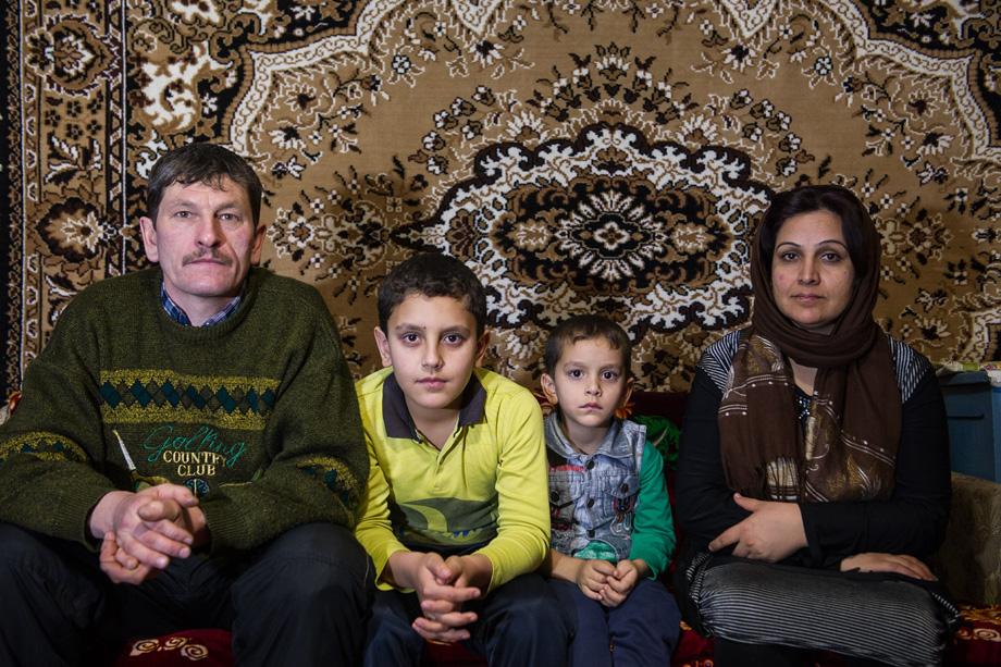 Фото украинских афганцев с девушкой