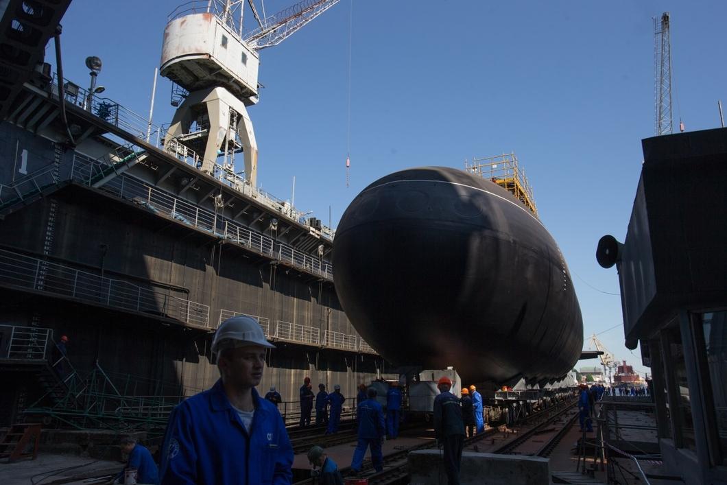 Спуск дизель-электрической подводной лодки «Колпино» проекта 636 «Варшавянка» на «Адмиралтейских верфях» в Санкт-Петербурге. Фото: РИА Новости