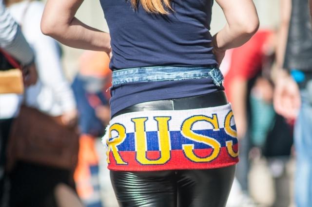 russkiy-paren-obshaetsya-po-internetu-s-shvedskoy-vipili-i-pomenyalis-zhenami-porno