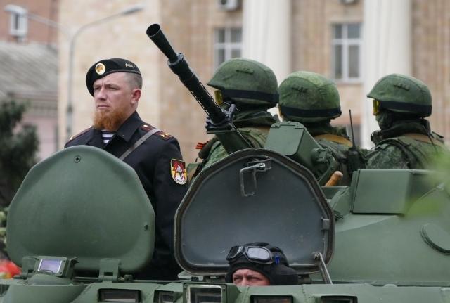 «Моторола» во время парада в Донецке. Фото: РИА Новости