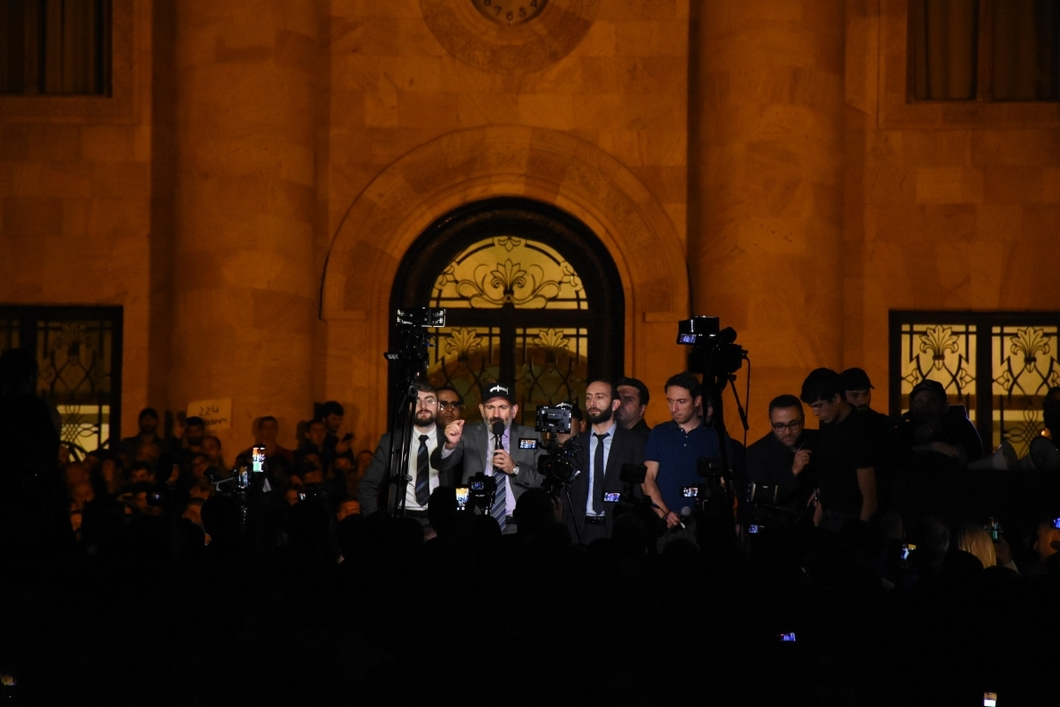 Пашинян опять накликал. Армения требует отставки Никола Пашиняна, как ждала его избрания