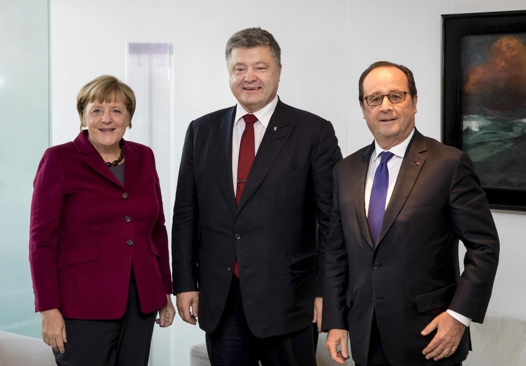 Олланд и Меркель поцелуй-ის სურათის შედეგი