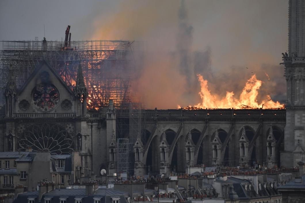 Нотр-Дам де Пари. Версии пожара