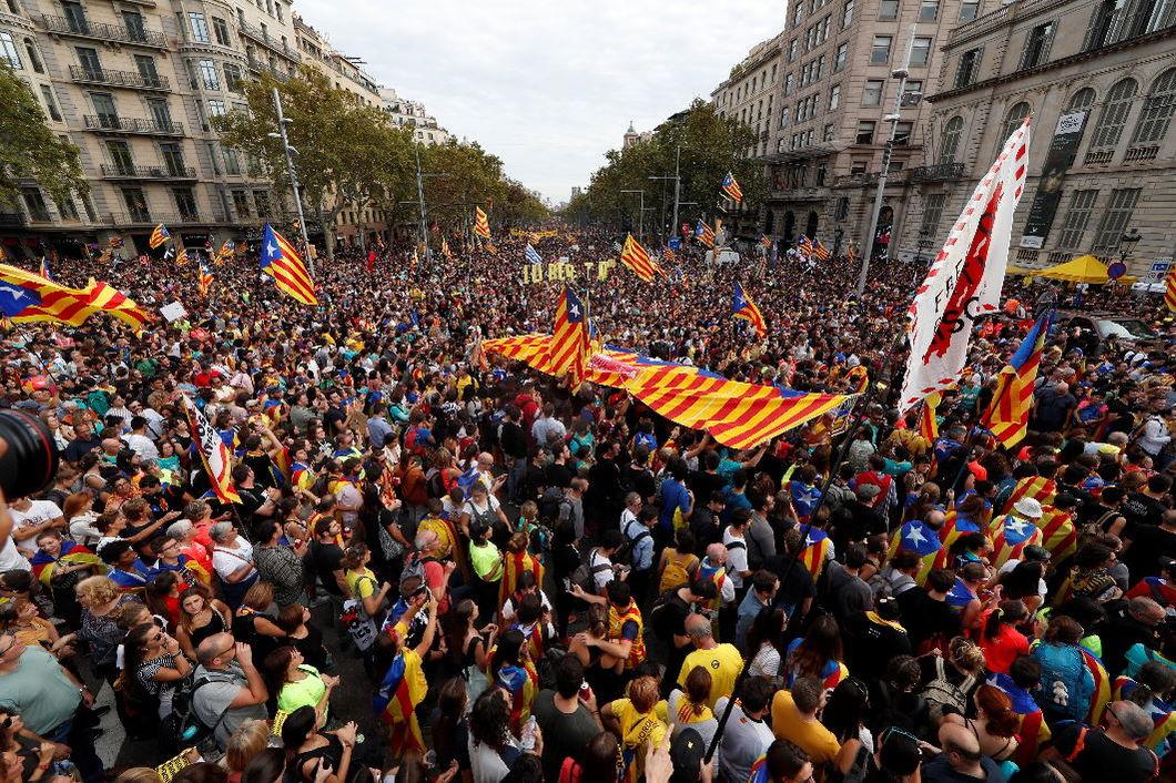 17 октября 2019 года, многотысячная акция протеста в Барселоне. Фото: EPA