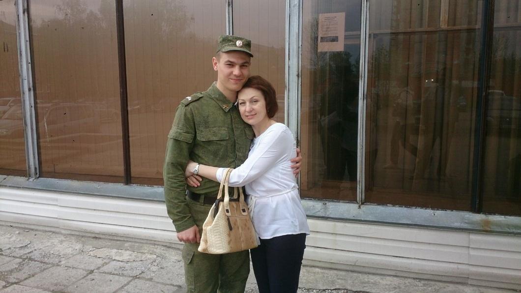 Дмитрий Пчелинцев с мамой. Фото из семейного архива