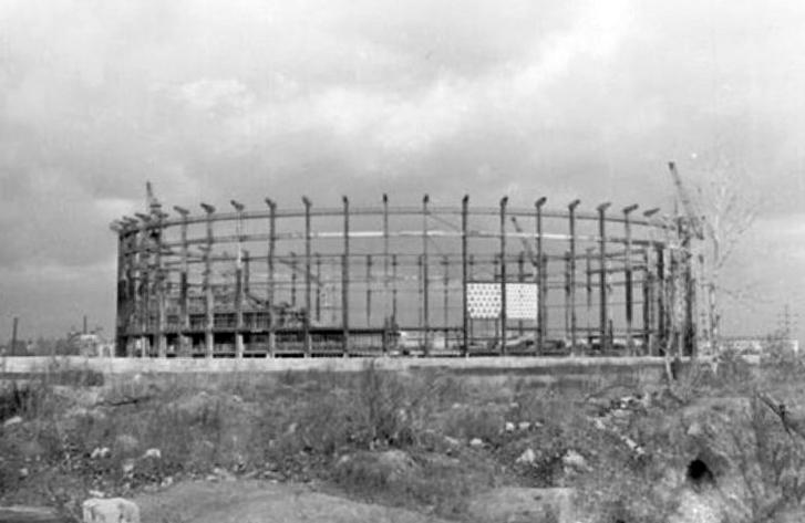 На строительство спортивно-концертного комплекса (1972). Фото: etoretro.ru