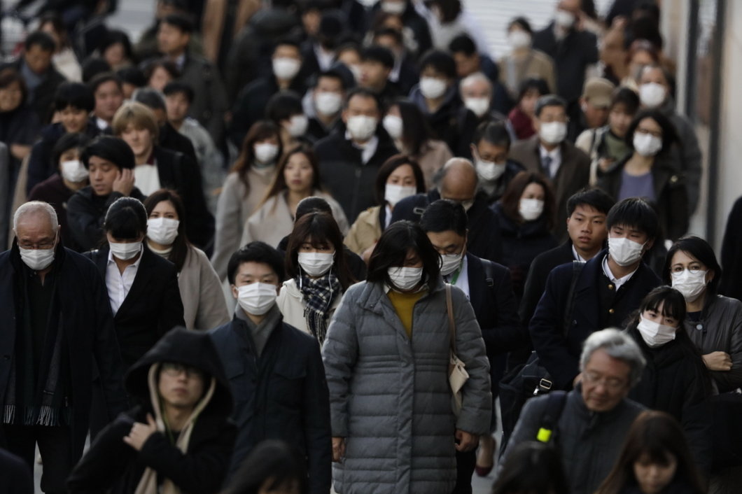 В этой бомбе — 320 миллионов человек. Китайцы опасаются новой волны  эпидемии, а в мире усиливается неприязнь к жителям Азии