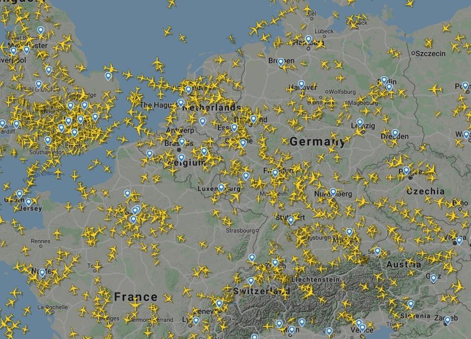 Авиатрафик над Европой днем 16.03.2020. Скриншот Flightradar24