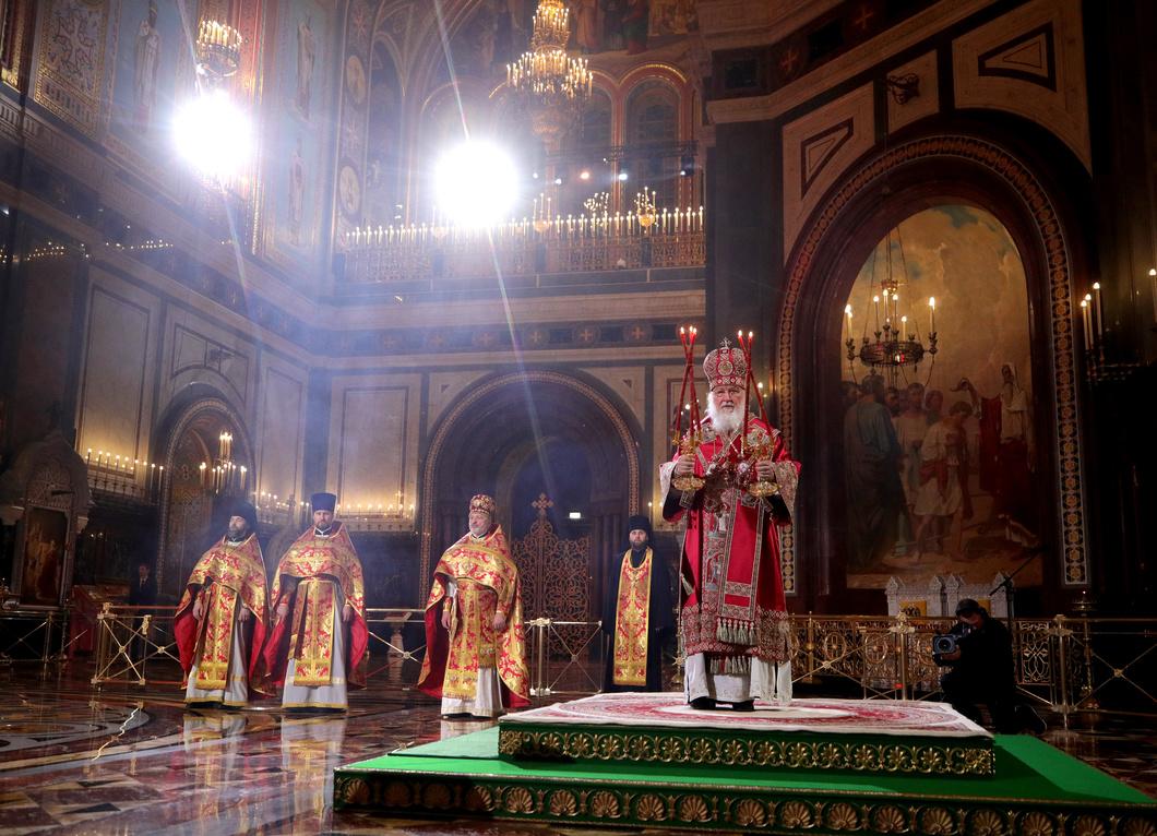 Пасхальное богослужение в храме Христа Спасителя. Фото: Сергей Бобылев / ТАСС