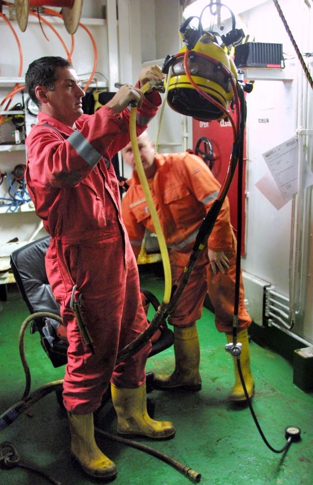 Британские водолазы-спасатели, принимавшие участие в операции по подъему АПЛ «Курск». 25 сентября 2001 года. Фото: Reuters