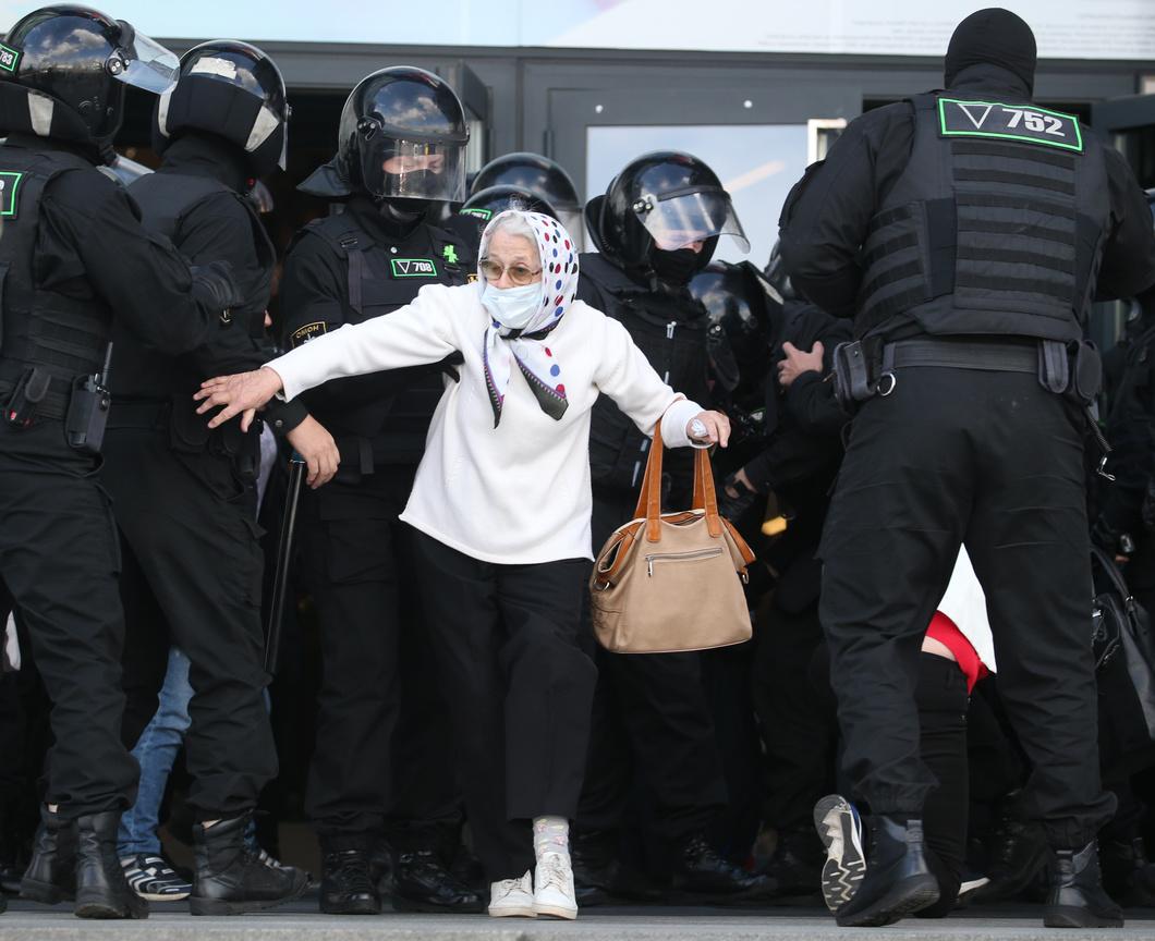 Задержания в Минске. Фото: Наталия Федосенко / ТАСС