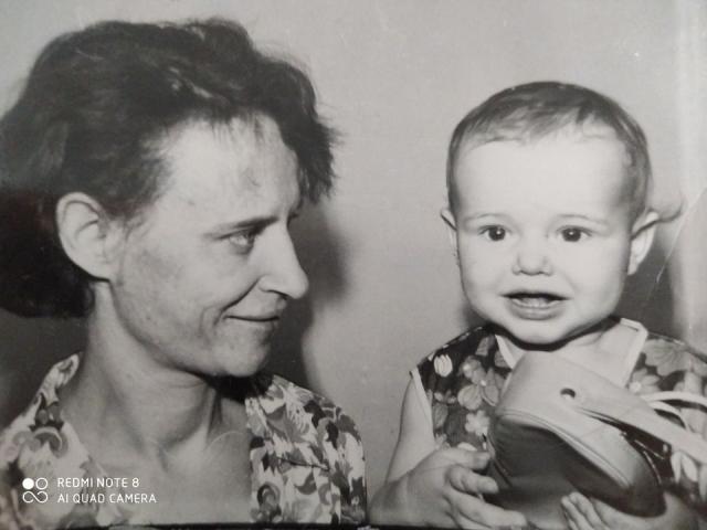 Надежда Кутепова с мамой. Фото из семейного архива