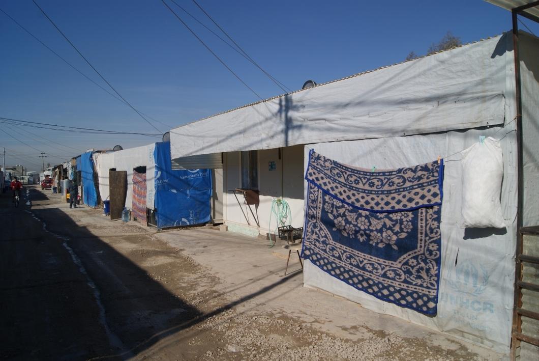Твой дом — контейнер. Репортаж Артема Александрова из лагеря беженцев-христиан в Иракском Курдистане