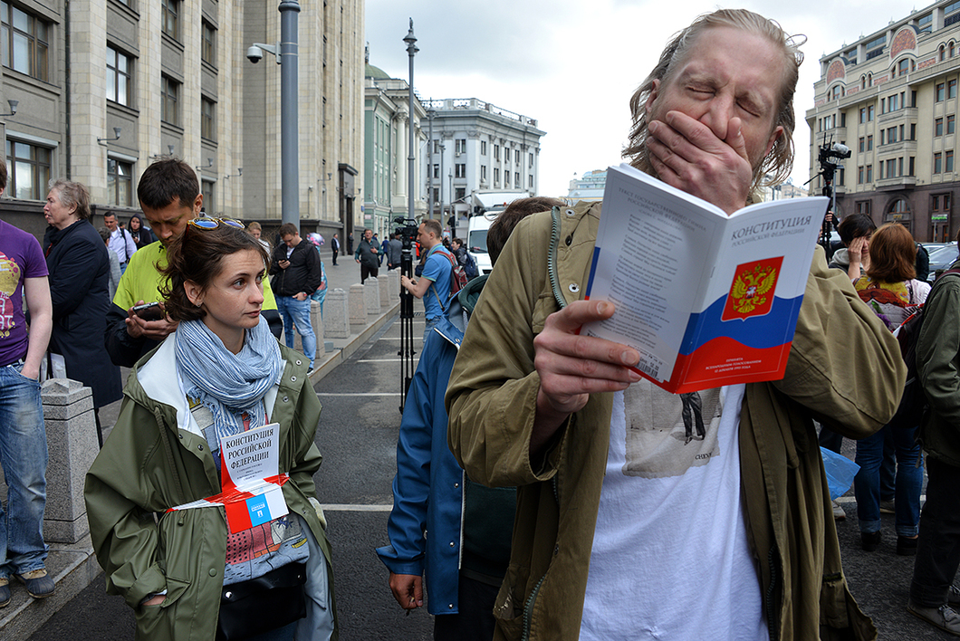 Третье чтение закона о реновации: как жители пятиэтажек голосуют за и против у Госдумы