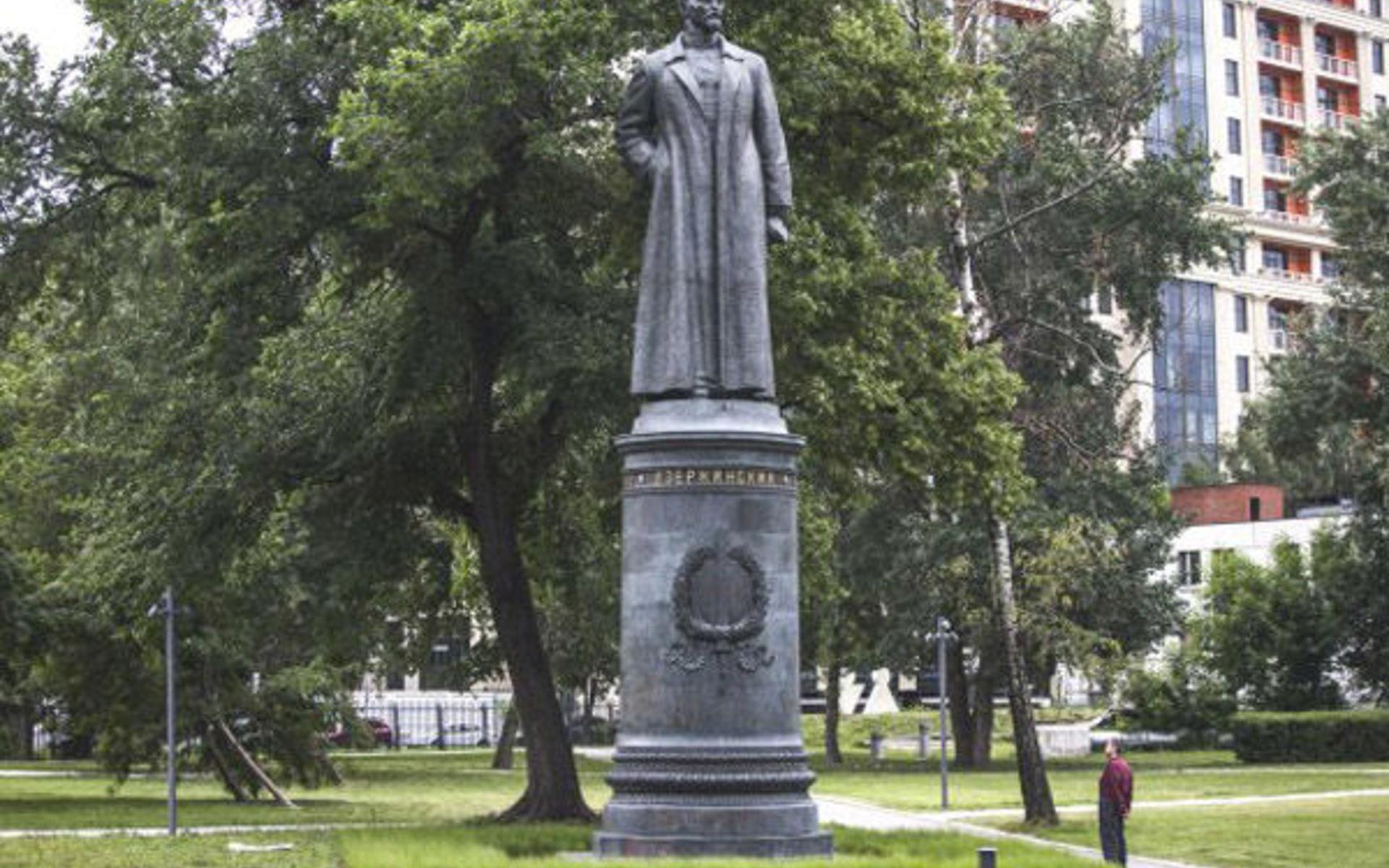 Памятник с сердцем Воробьевы горы Памятник Роза из двух видов гранита Трубная