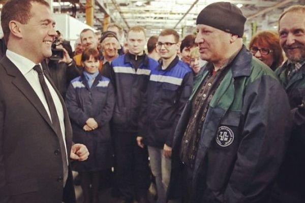 13 ударов Медведева: правительство готовится изъять у граждан более 2 трлн рублей
