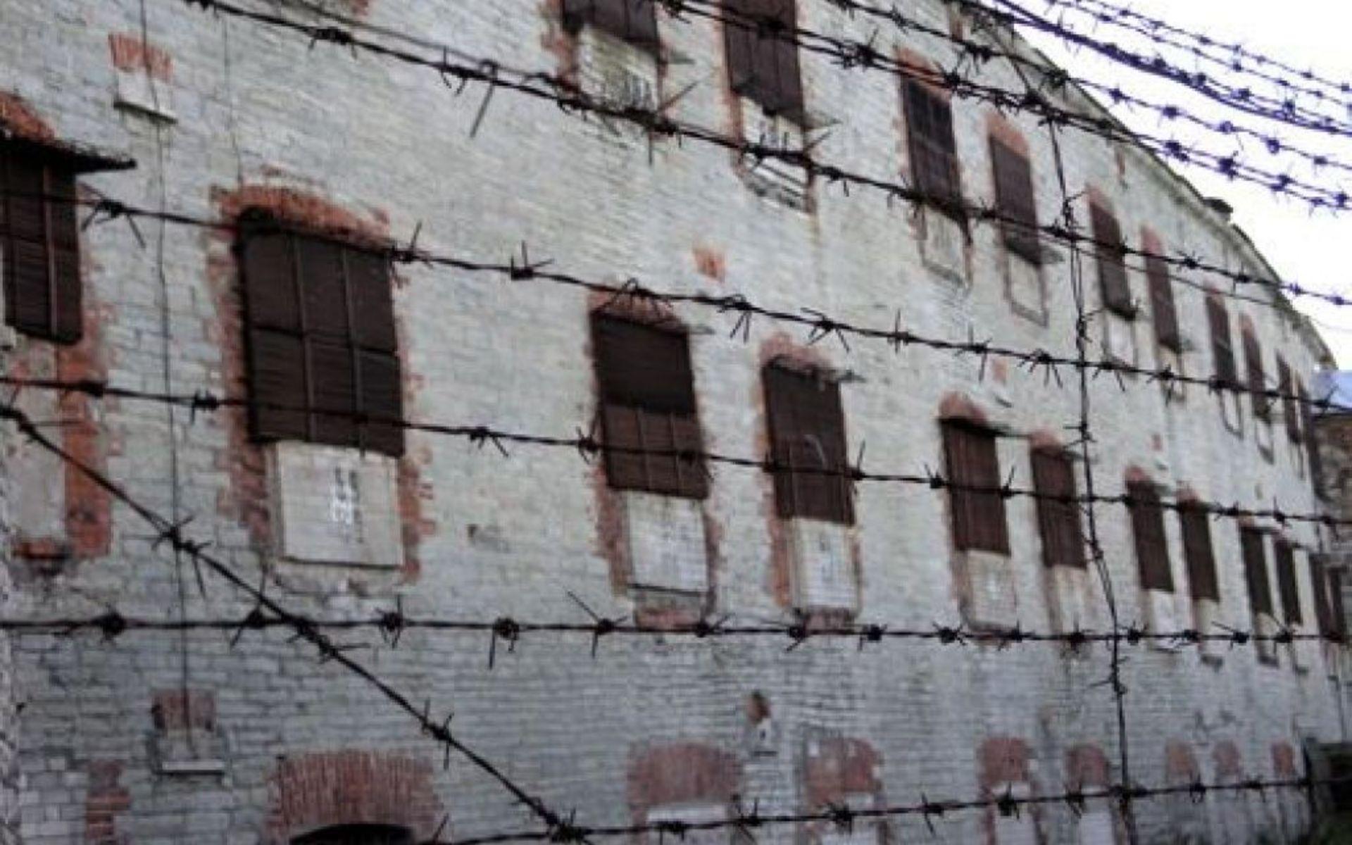 Просмотреть видео и фото о поступлении новых заключенных в следственный изолятор города харьков на холодной горе номер 6