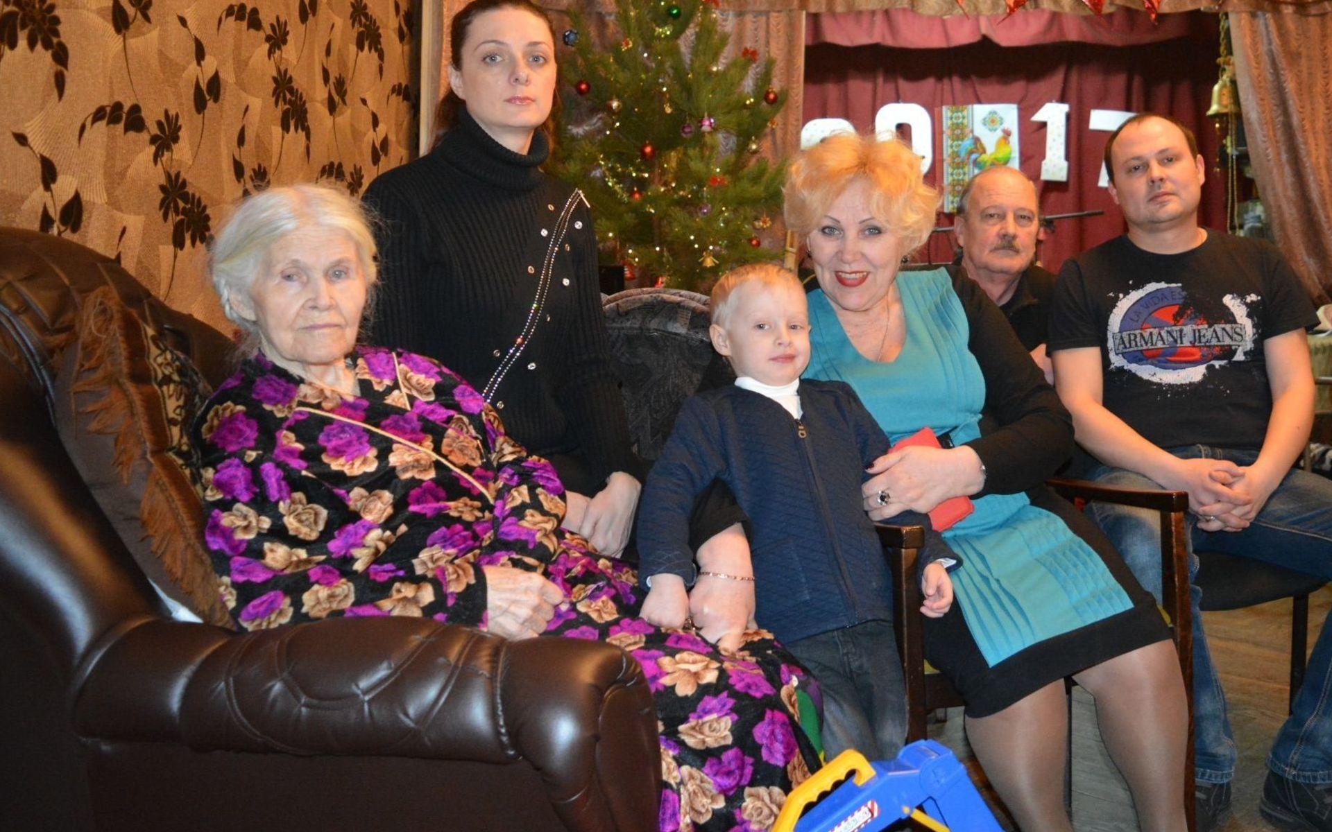 Картинки по запросу Тамара и Раиса Ивановна в коридоре барака