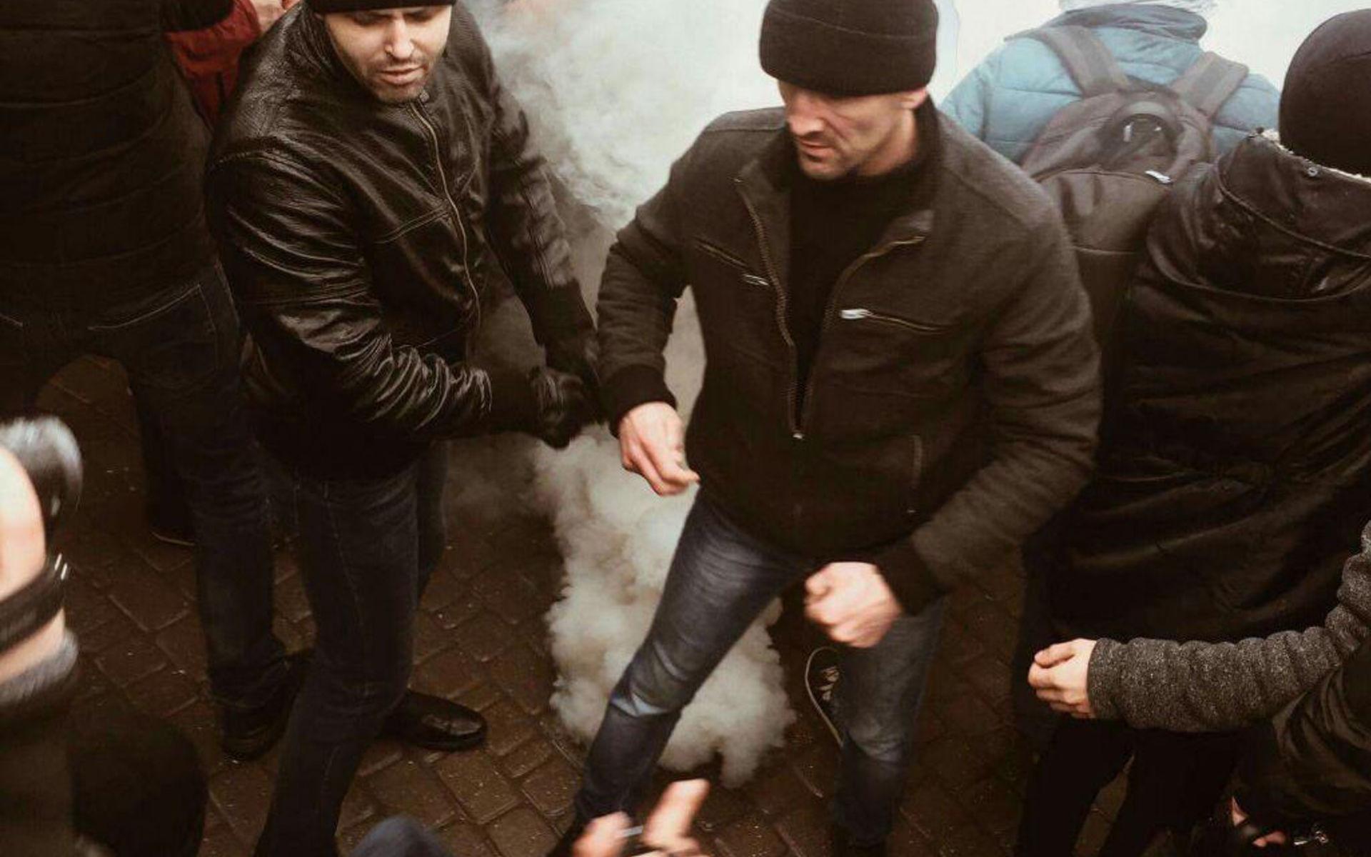 Русских титушек дохуя всех не перегасить фото 320-695