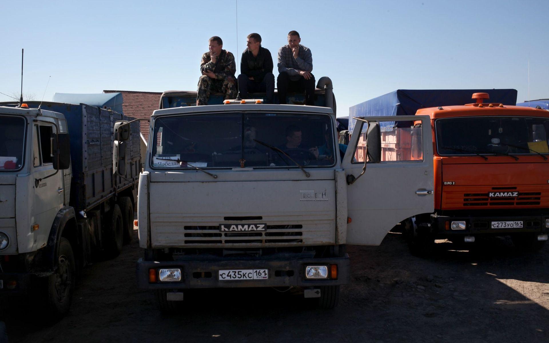 Нужно разогнать протесты дальнобойщиков
