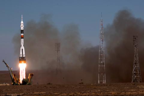 Рогозин пообещал отправить в космос экипаж аварийного «Союза»