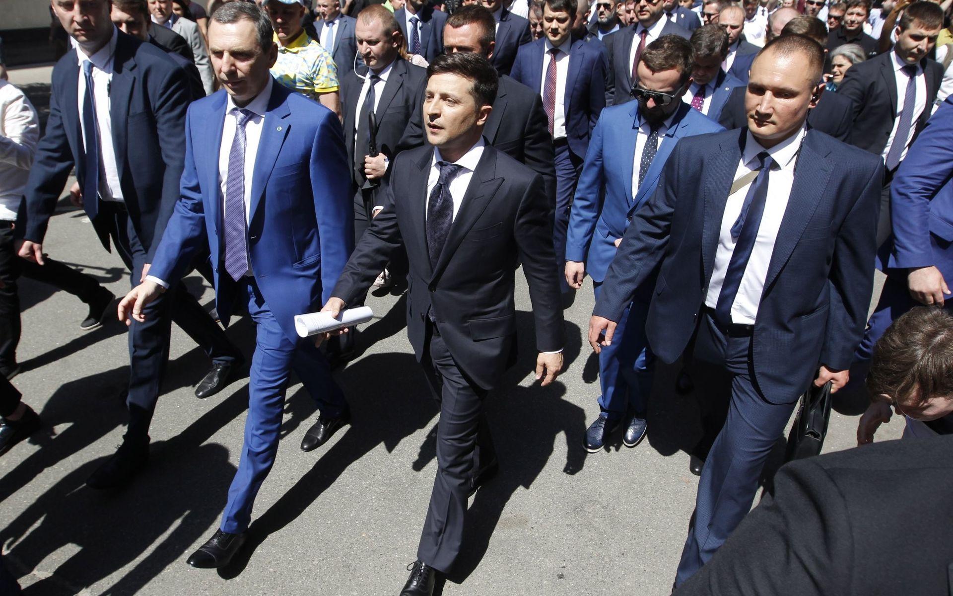 Зеленский еще не решил: В Донбассе — мрази или все-таки «не чужие» ему?