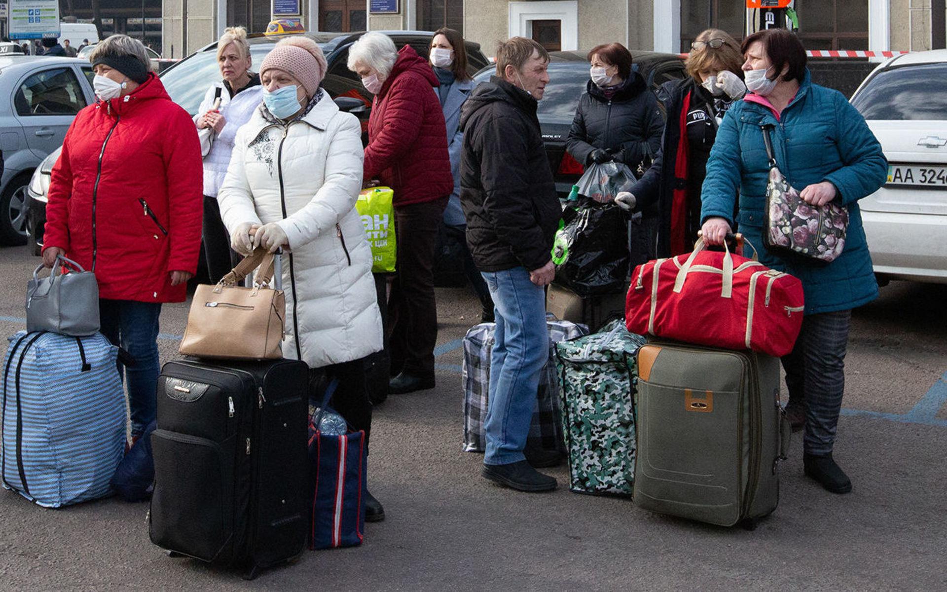 Возвращаться — плохая зарплата. Как украинцы, работавшие за границей —  заробитчане, — приезжают обратно на родину и что их там ждет