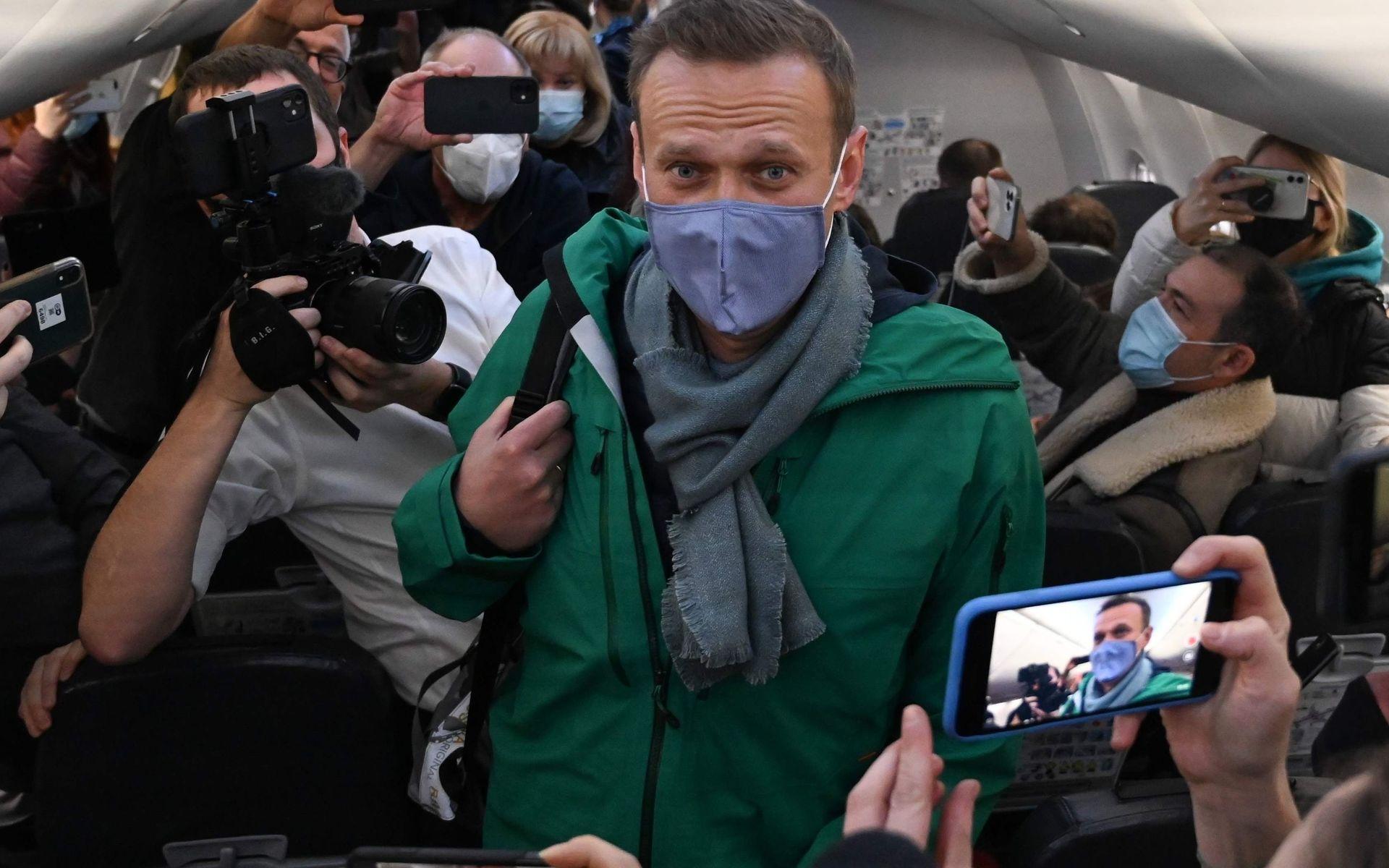 Так сажают первое лицо страны». Навального приземлили в Шереметьеве —  авиаэксперт Вадим Лукашевич оценил задержки и задержания в аэропортах
